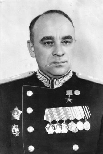 http://tankfront.ru/foto/ussr/persons/gen-its/MalyshevVA.jpg